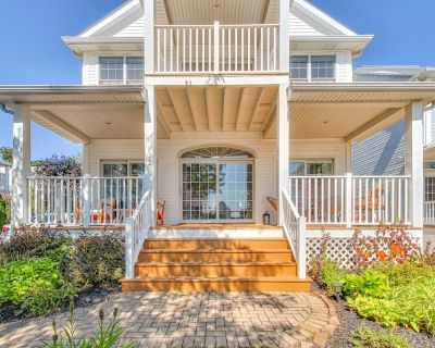 NEW: Waterfront Beach House Just Steps From Beautiful Private Beach - BOOK NOW! - Crystal Beach