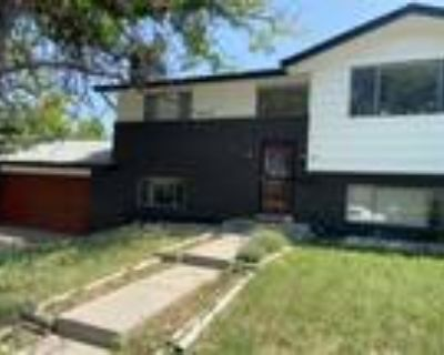 Roommate wanted to share 5+ Bedroom 2 Bathroom House...