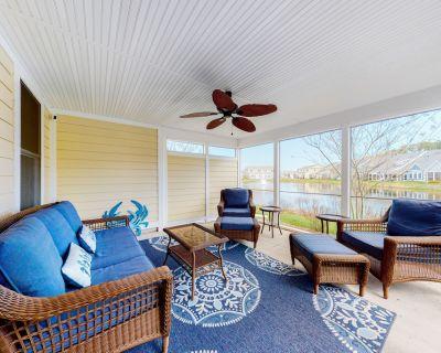 Bayside Resort Townhouse w/AC, Free WiFi, Shared Hot Tub/Pools - Close to Beach! - Sun Ridge