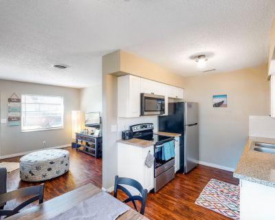 Snowbird-friendly Duplex With Washer/dryer, Free High-speed Wifi, & Central AC! - Largo