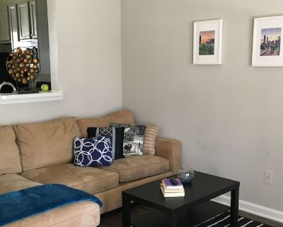 Urban Townhouse 2Bd/2Ba Suite with FREE Parking in the Heart of Atlanta - SoNo