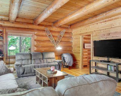 Beautiful & Secluded Log Home with Hot Tub Near Lake Wenatchee - Dogs OK! - Leavenworth