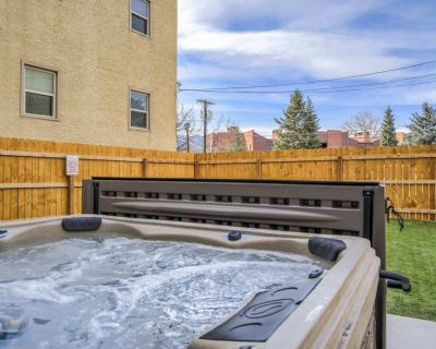 NEW! Mtn Views + Hot Tub, Putting Green | Walk to DT, Has It All! - Central Colorado Springs