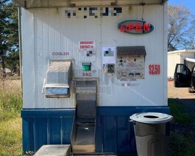 Used Bagged and Bulk Ice Vending Machine Drive Up Ice House Kiosk