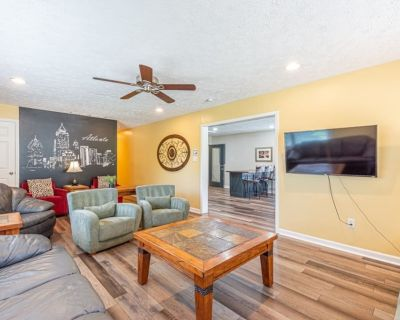 Downtown 3600 sq ft 8 Bedrooms sleeps 20 in beds! - West End
