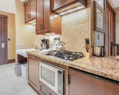 High-End Studio Condo in Empire Pass with Mountain Views and On-Site Hot Tub - Empire Pass