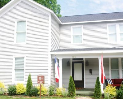 Downtown Designer Home Close to Everything in Huntsville - Old Town Huntsville