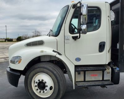 2015 Freightliner Business Class M2 Flatbed Truck