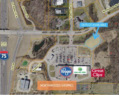 Northwoods Shoppes Outlot