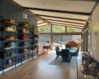 Mid-Century Modern House with Mountain Views, Studio City, CA