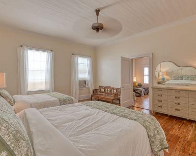 """ISLAND OVERLOOK"" ~ 1 Bedroom, 1 Bath Classic Key West Condo in Perfect Area! - Historic Seaport"