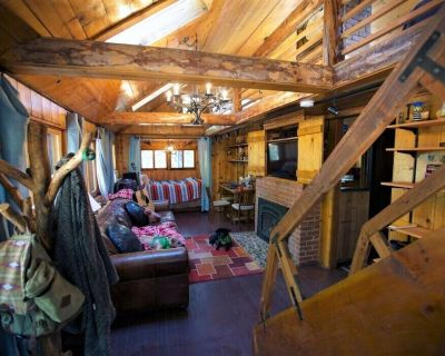 Rustic & Charming, Hot Tub, Walk to EVERYTHING, A/C, King Beds - Idyllwild