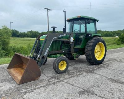 4030 John Deere Tractor w/Cab and Loader