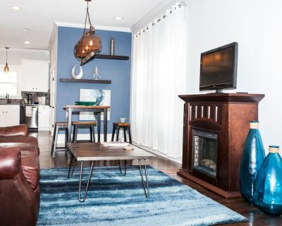 Modern Home in Historic Strawberry Hill w/ a view of Downtown KC - Pet Friendly - Riverview