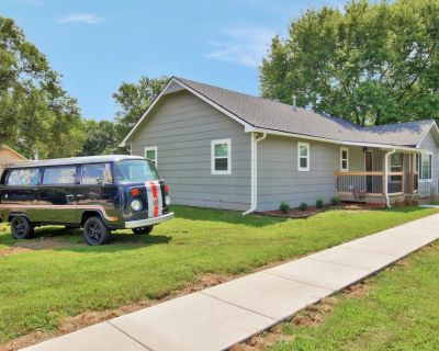 Updated 4 Bedroom Home w/ Patio Near Golf Course! - Derby