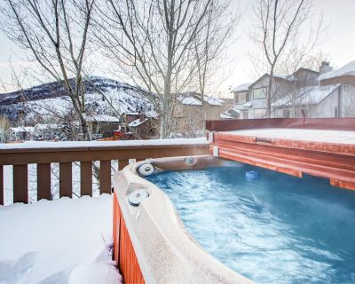 Condo with Mountain-View Hot Tub in Park City - Pinebrook