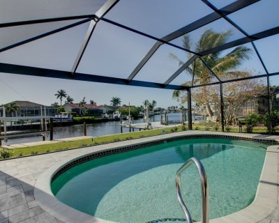 Villa Seashell: Gorgeous Remodel on Canal in Quiet Shell Point Community - Palm Acres