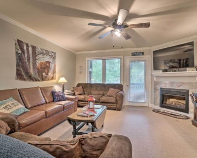 NEW! Updated Helen Townhome w/ Hot Tub, River View - Helen