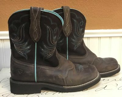 Girls size 3 boots
