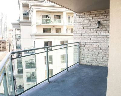 Modern Unit, Steps To LRT, In Building With All The Extras! - Downtown West End