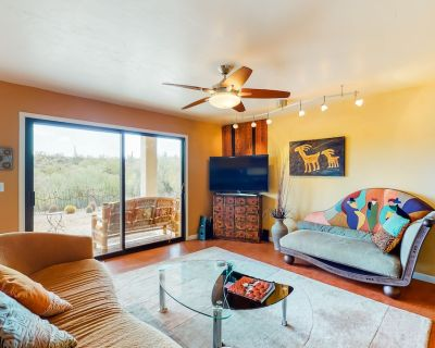Beautiful & unique dog-friendly home w/central A/C, private washer/dryer, & more - Starr Pass