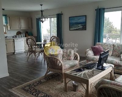 Beautiful 2 bedrooms beach front house in Milton