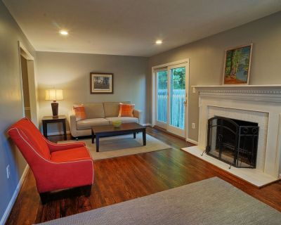 Gorgeous! Renovated End-Unit Townhome 20 Min to DC / 15 Min to Airport (DCA) - Braddock