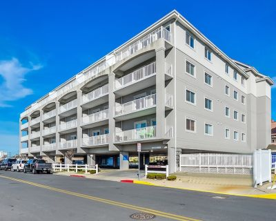Stylish, Upscale Luxury 4-bedroom Condo With Free Wifi and an Outdoor Pool Located Downtown on the bay Water and Just a few Blocks to the Beach! - Ocean City