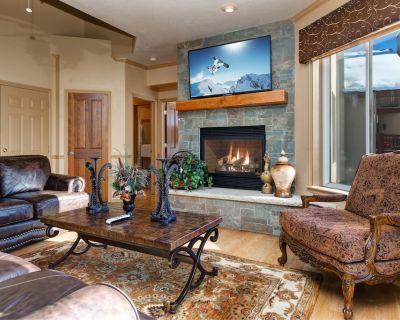 Posh Park City Paradise | Designer Interior, Hot Tub, Game Room & Epic Deck - Summit Park