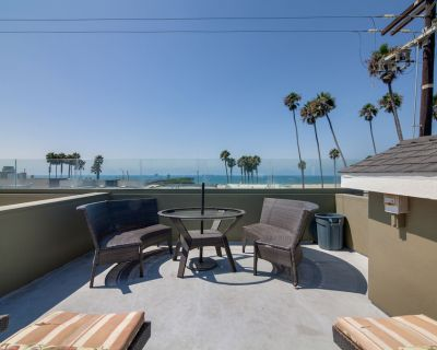 Steps to Beach! Ocean-View Luxury Home w/ Rooftop Deck & Private 2-Car Garage - Old Towne