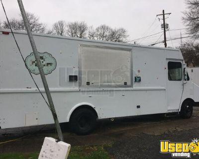 Chevrolet P30 27' Stepvan Crepes  Food Truck / Used Mobile Food Unit