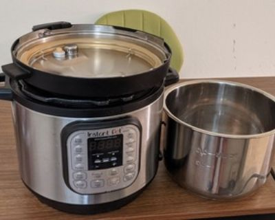 MOVING SALE (kitchen items) Instant Pot, hand mixer, immersion blender