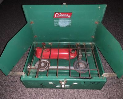 COLEMAN 421-D 2 Burner Gas CAMPING STOVE. Still in great condition