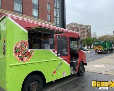 Low Miles 2004 Freightliner M Line Diesel 20' Pizza Food Truck w/ Newer Kitchen