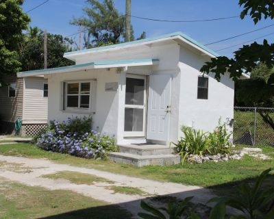 Authentic And Charming Little Cottage 60 Ft From The Ocean - Grassy Key
