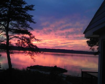 Cozy Cabin Getaway with Beautiful Sunsets on York River, minutes from Yorktown - Gloucester Point