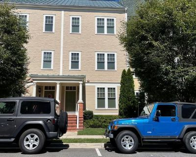 Beautiful Alexandria Townhouse for Rent! Garage Parking, Close by GW PKWY, Pets Welcomed, & More!