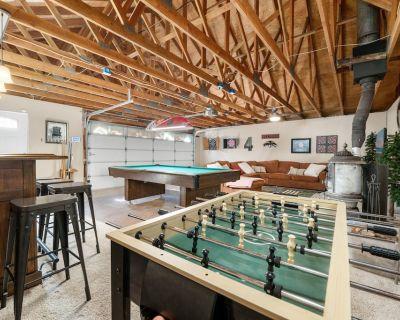 Bear PAC Hideout - 3BR/2BA/Game Room/Pool Table/Foosball/Smart TVs/WiFI/Fireplace/Deck/Barbecue - Big Bear Lake
