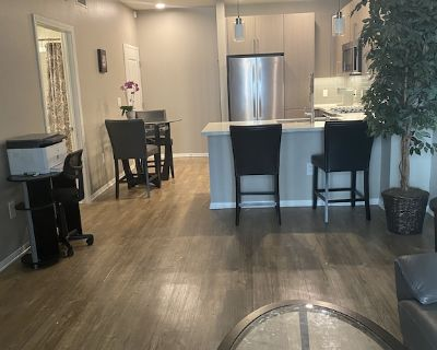 Lovely One bedroom Condo with washer/dryer - Studio City