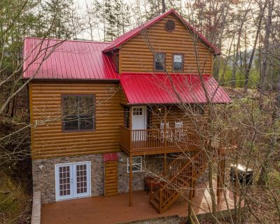 Spread across three sprawling levels, Enchanted Memories is a luxury mountain ca - Pigeon Forge