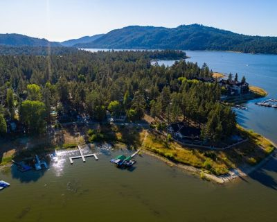 Lakefront Cabin Romantic 1BR Couple's Resort Cottage / Walk to Marina & Village - Big Bear Lake