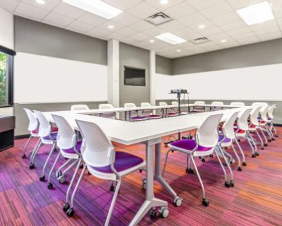 Vibrant, turn-key, professional atmosphere event space for 20, Denver, CO