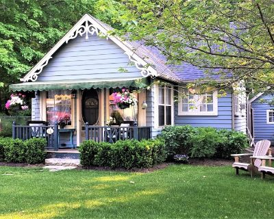 the FLYING CLOUD cottage ~ Romantic Rustic Charm by the Lake - Old Town Historic District
