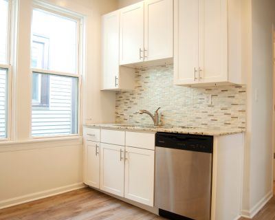 Top floor 4 bedroom Modern & Spacious  Duplex with In Unit W/D, Central HVAC