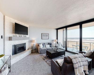 Beachfront Condo w/ Amazing Ocean View, Balcony, WiFi & Gas Fireplace! - Seaside