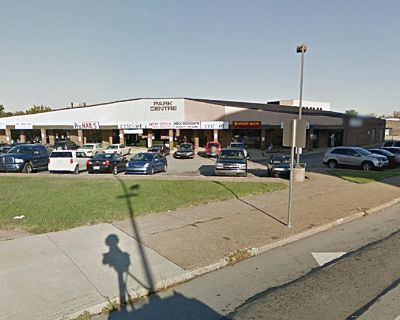 Retail/Restaurant Space :: FOR LEASE