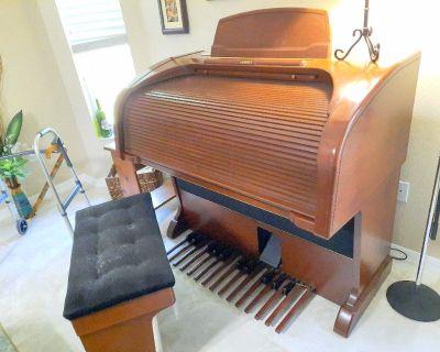 Lowrey Majesty LX510 Organ