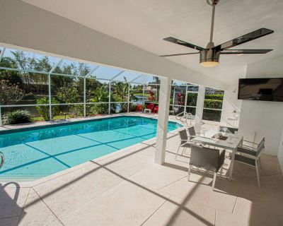 Newly Listed! Covered Lanai w/TV-Heated South Facing Pool, Newly Renovated home w/3 king beds! - Crown Pointe