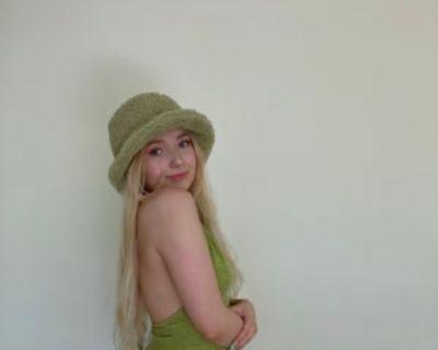 Megan, 19 years, Female - Looking in: Burbank Los Angeles County CA
