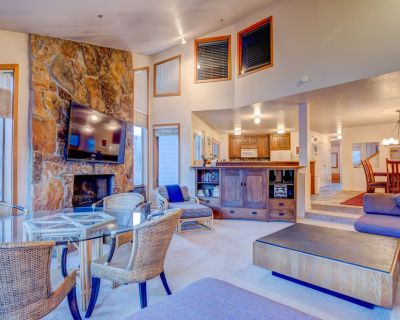 Calendar Open for 20/21! Huge & Affordable condo in Snow Park. 2 minutes to Lift - Park City